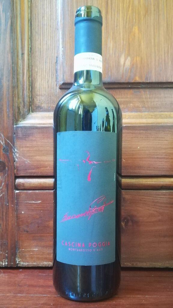 Recensione del vino Cascina Poggia Barbera d'Asti 2007, azienda a conduzione familiare che produce vino dal 1892: Barbera complesso, piacevole e intenso.
