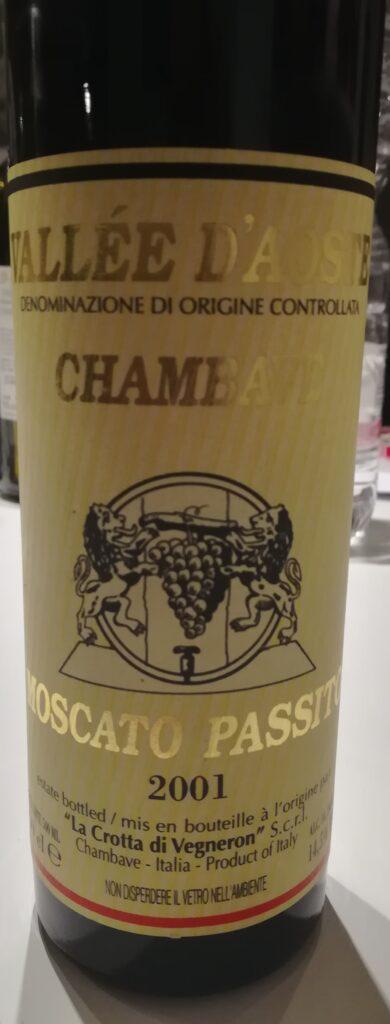 La Crotta di Vegneron Chambave Moscato Passito 2001: recensione di questo vino prodotto nel 2001 e messo in commercio nel 2003, uvaggio Moscato Bianco 100%.