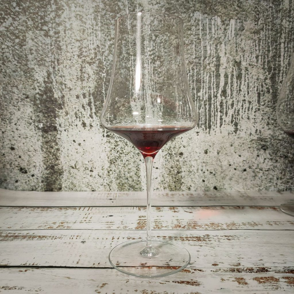 Quali sono i migliori calici per il vino? Scopriamolo insieme confrontando cinque calici differenti per forma, dimensione e prezzo.